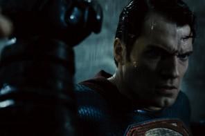 HOLY MOLY!  Final BATMAN V SUPERMAN Trailer #geekfiles